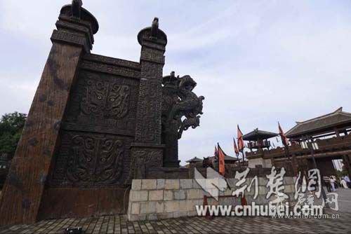 """三国赤壁古战场是我国古代""""以少胜多、以弱胜强""""的七大战役中唯一尚存原貌的古战场遗址。多位国家领导人来此地视察参观,指点江山。"""