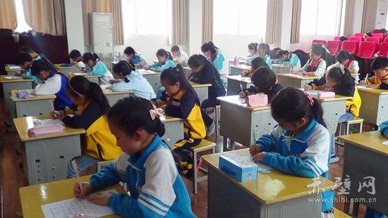 赤壁市举行小学生汉字听写v猴子(图)_赤壁网--赤小学生画猴子的图片图片